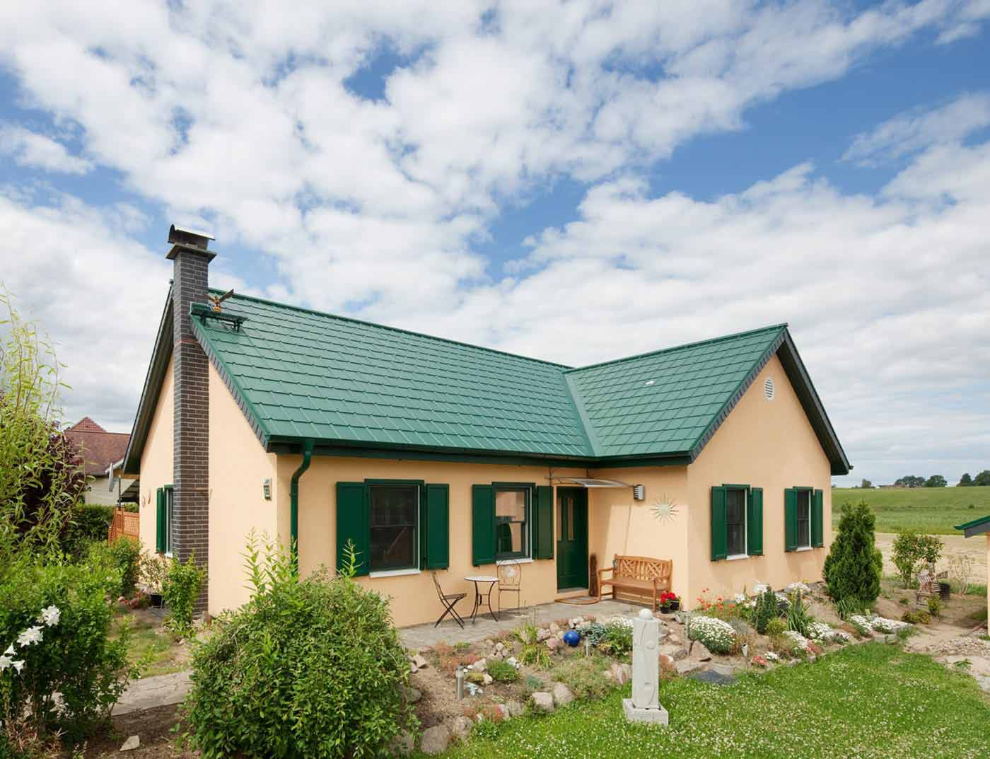 Referenzobjekte PREFA Roof systems Roof tile 06 P.10 moss green