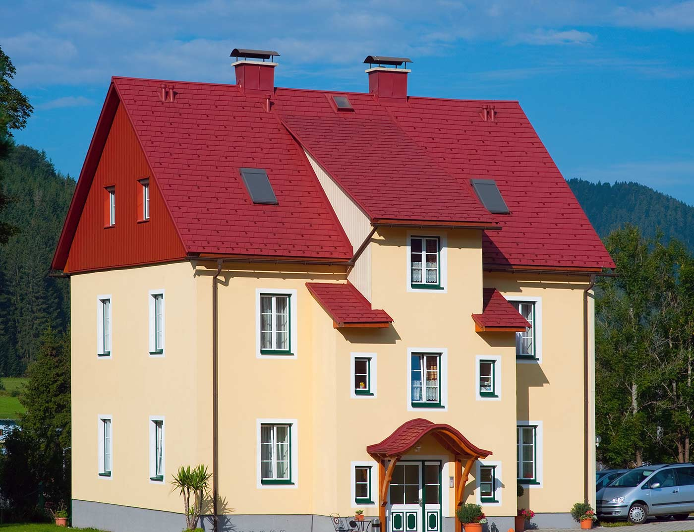 Referenzobjekte PREFA Roof systems Shingle 05 P.10 oxide red