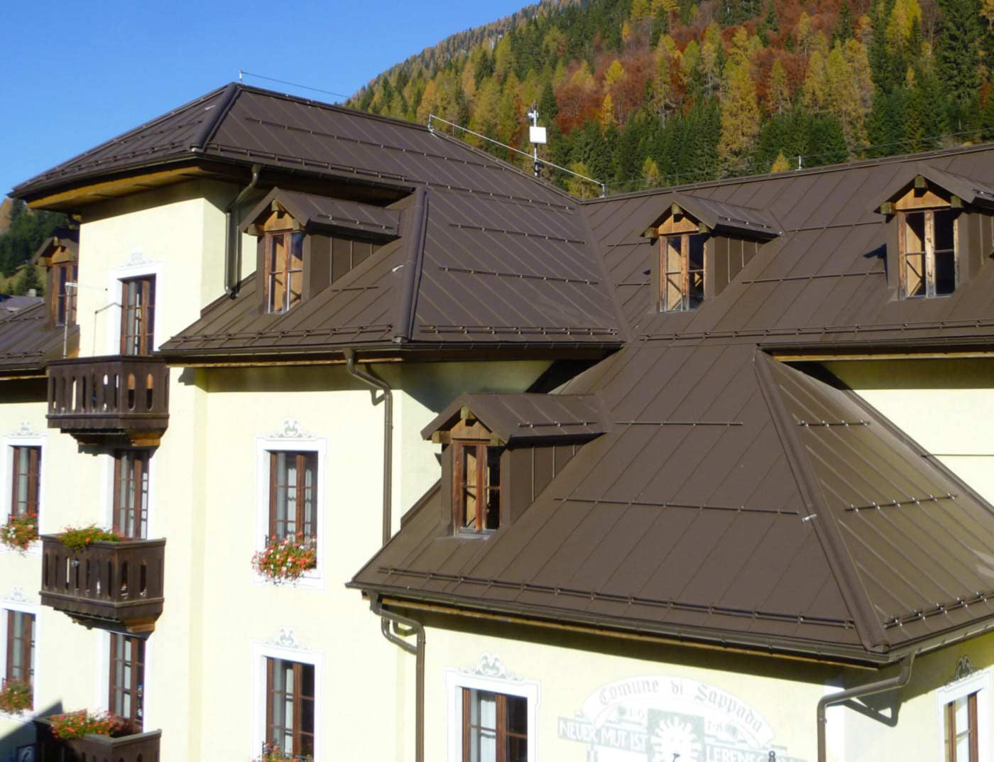 Referenzobjekte PREFA Roof systems Roof system Prefalz® 11 P.10 nut brown